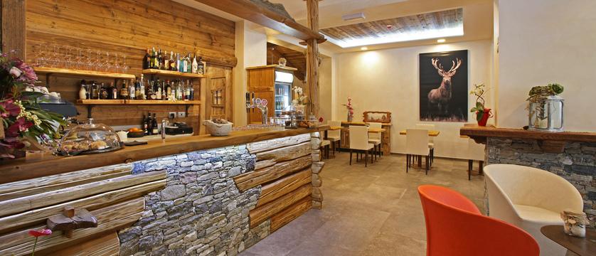 italy_milky-way-ski-area_sauze-doulx_hotel_serendipity_bar.jpg
